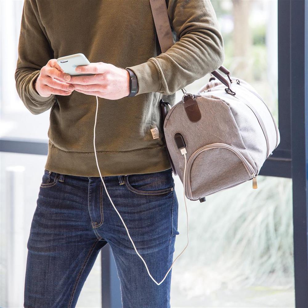 Weekendtaske med USB udgang